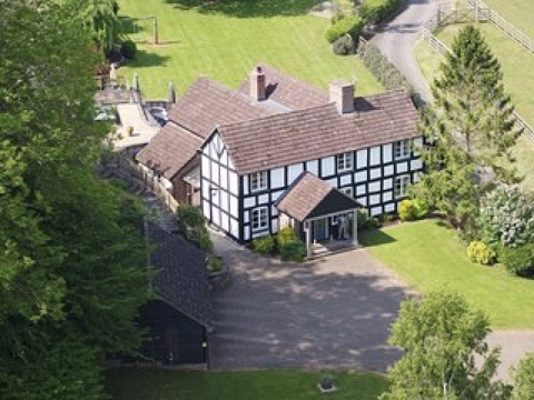 Stunning Equestrian Property, Herefordshire, England Euroresales Property ID – 9825985 Property Overview As the dust begins to settle on this bizarre 2020, one hopeful dynamic to emerge from the chaos is that it has created a whole new world of oppor...
