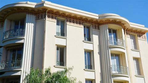 "Beaulieu sur Mer, in a Art Deco Palace of 10 apartments from 2 to 5 rooms plus a stunning penthouse. The apartments are sold ""to renovate"" with the possibility to customize its interior. A 2-bedroom apartment on the first floor of 75m² with entrance ..."