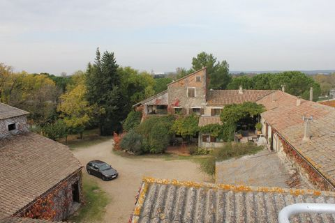 46 hectare wine producing property in the area of Nimes. Beautiful and efficient wine business composed of several houses, farm buildings on 46 hectares. 34 hectares of irrigated vineyards, organic farming certification on the terroir of the Costierr...