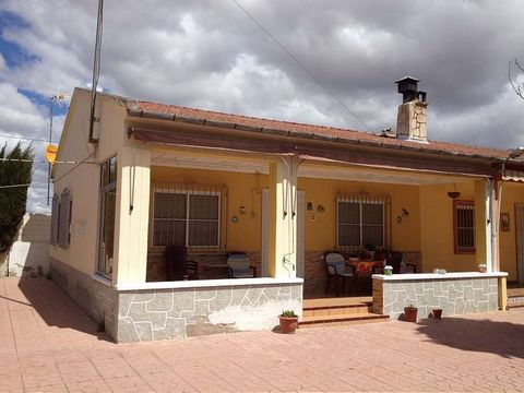 This is a lovely semi-detached villa located in a small Hamlett and is part of a small cluster of houses which form a community with a shared swimming pool. The Hamlet has a restaurant and a couple of bodegas in it. It is located approximately 10 min...