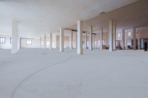 Espaciosa local comercial, La Mairena, Costa del Sol. Construidos 792 m². Posición : Área Comercial.