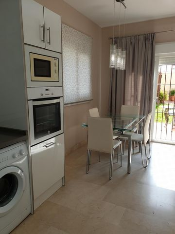 Available from the January 2021.Three bedroom house in La Linea with an ample private garden and private parking space in a lock-up area. This large independent property is in very good condition and is exceptional for many reasons.It is very well ...