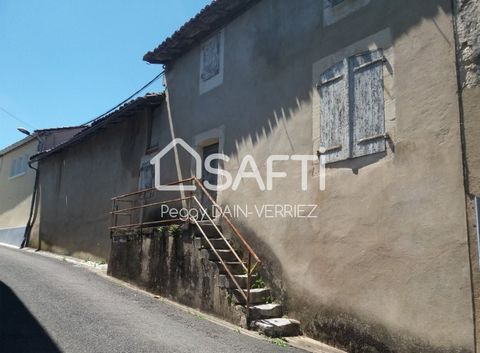 200 m² terraced house to rehabilitate with a small garden, suitable for an investor to build 3 rental apartments 5 minutes from La Rochefoucauld, near college, schools, Leclerc and close to the RN10 access. Sanitation all in the sewer.