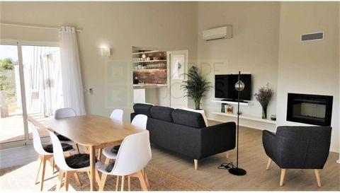 Maravilhosa e acolhedora Casa Típica Portuguesa V2+1 localizada no Gramacho Residences. Constituída por uma suite, dois quartos, uma casa de banho, uma cozinha totalmente equipada, BBQ, terraço e piscina privada. Localizada no Gramacho Golfe Resort, ...