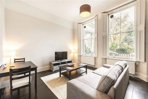 One bedroom raised ground floor apartment in the heart of South Kensington, benefiting from hardwood floors and the use of communal gardens. Courtfield Gardens is a sought after address located within walking distance of Gloucester Road tube station ...